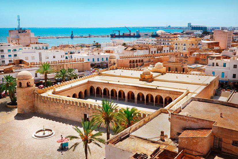 Где находится Тунис и какое там море?