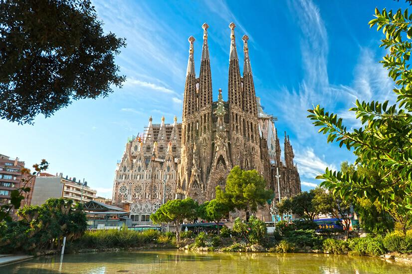 Саграда-Фамилия: история и описание известного храма Барселоны