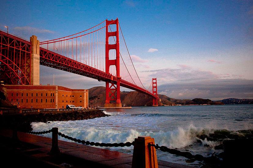 Золотые ворота - всемирно известный мост Сан-Франциско